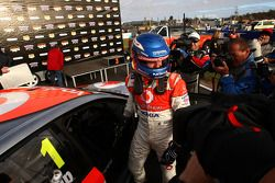 Jamie Whincup takes the race win for Team Vodafone