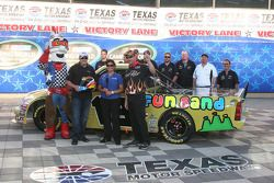 Le vainqueur de la pole du Winstar World Casino 400, Johnny Sauter