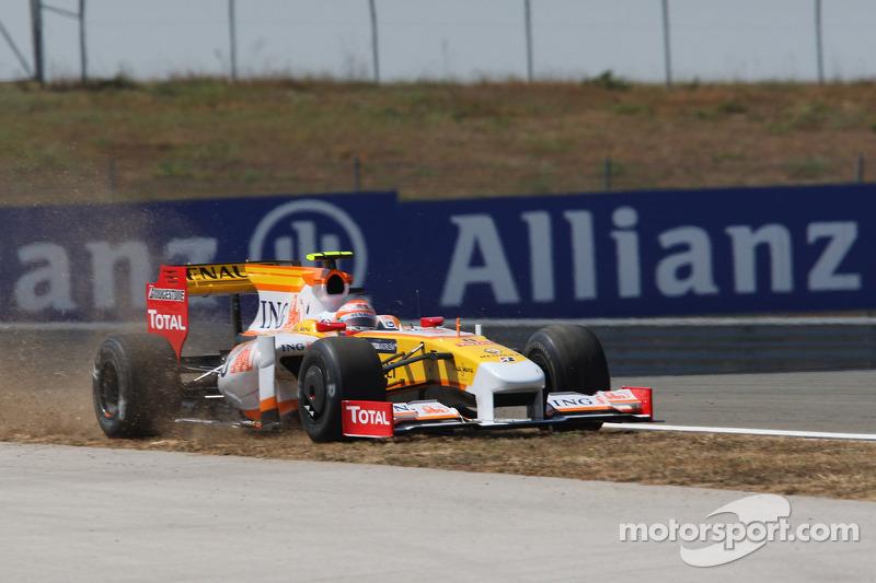 В числе выбывших во втором сегменте оказались Хейкки Ковалайнен из McLaren и улетевший с трассы пилот Renault Нельсон Пике