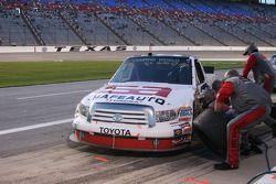 Arrêt pour la #60 SafeAuto Insurance Toyota de Stacy Compton