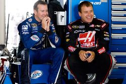 Kurt Busch, Penske Racing Dodge et Ryan Newman, Stewart-Haas Racing Chevrolet