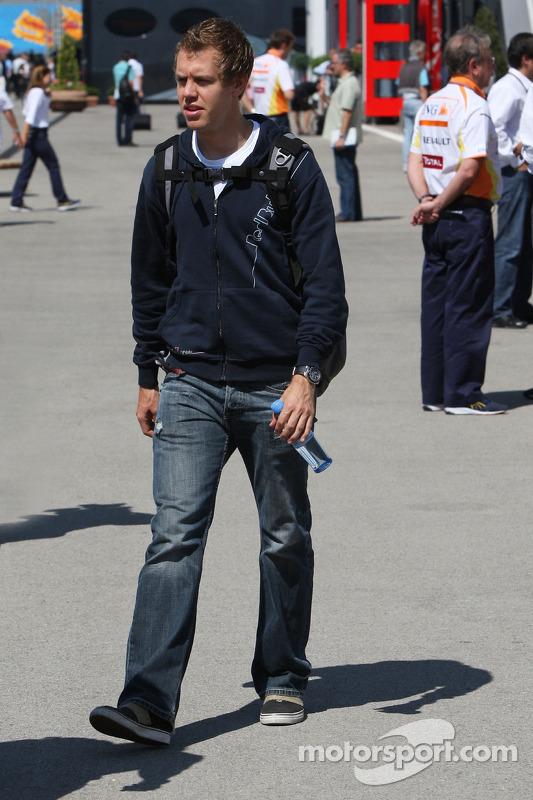 Встреча всех руководителей команд и пилотов в моторхоуме команды Toyota :Себастьян Феттель, Red Bull
