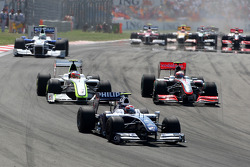 Kazuki Nakajima, Williams F1 Team leads Heikki Kovalainen, McLaren Mercedes and Rubens Barrichello, Brawn GP