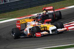 Nelson A. Piquet, Renault F1 Team et Lewis Hamilton, McLaren Mercedes