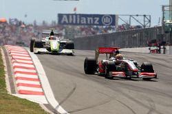 Lewis Hamilton, McLaren Mercedes devance Rubens Barrichello, Brawn GP