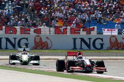 Heikki Kovalainen, McLaren Mercedes devance Rubens Barrichello, Brawn GP