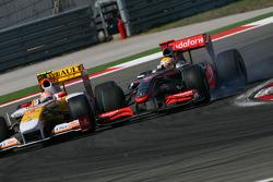 Nelson A. Piquet, Renault F1 Team pd Lewis Hamilton, McLaren Mercedes