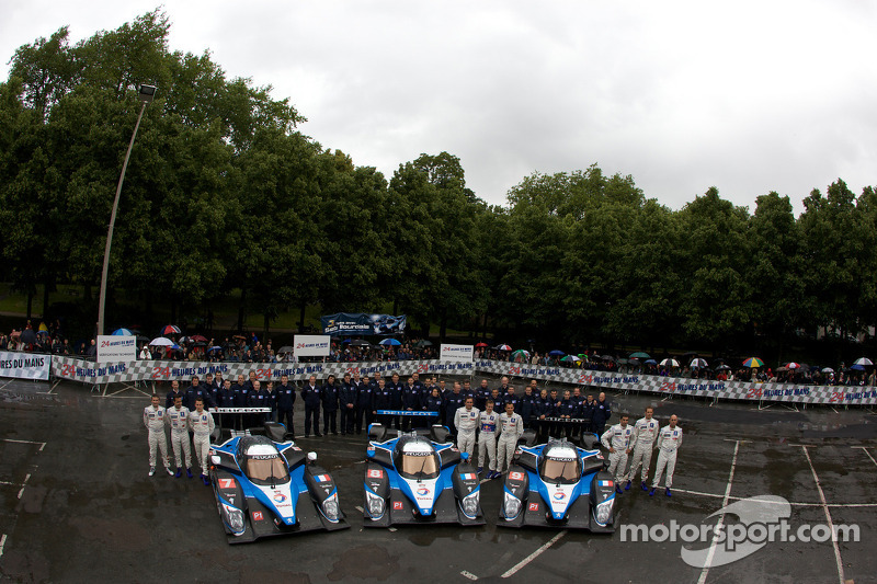 #7 Team Peugeot Total Peugeot 908: Christian Klien, Pedro Lamy, Nicolas Minassian, #8 Team Peugeot T