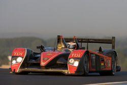 #14 Team Kolles Audi R10 TDI: Narain Karthikeyan, Charles Zwolsman, André Lottererv