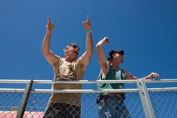 Les fans durant les essais
