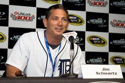 Jim Schwartz, le chef des Detroit Lions, parle aux médias