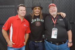 Robby Gordon, Kid Rock, et Fred Noe pose pour une photo