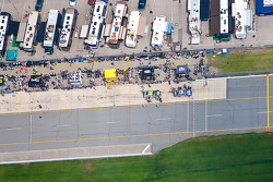 Brian Vickers, Red Bull Racing Team Toyota, Jeff Gordon, Hendrick Motorsports Chevrolet montent dans