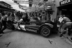 #10 Team Oreca-Matmut-AIM Oreca 01 AIM: Stéphane Ortelli, Bruno Senna, Tiago Monteiro in the pits for damage repair and driver change