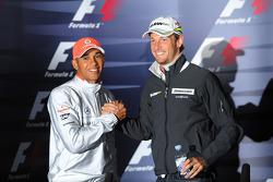 La conférence de presse FIA: Lewis Hamilton, McLaren Mercedes, avec Jenson Button, Brawn GP
