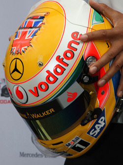 yeni, kask, Lewis Hamilton, McLaren Mercedes for British Grand Prix