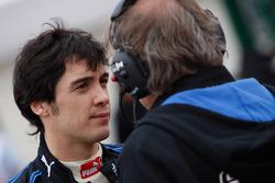 Alvaro Parente parle avec son ingénieur