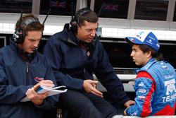 Sergio Perez parle à son ingénieur