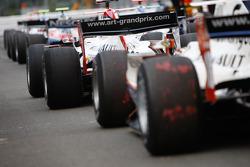 Les voitures du GP2 Series attendent de quitter la voie des stands