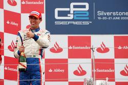 Alberto Valerio célèbre sa victoire sur le podium