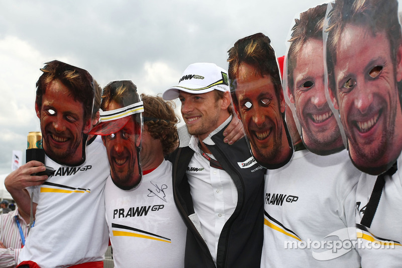 Many Jensons con el rea Jenson Button, Brawn GP
