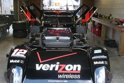 Le zoom à l'avant de la #12 Penske Racing Porsche Riley: Timo Bernhard, Romain Dumas