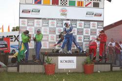 DP podium: les vainqueurs Scott Pruett et Memo Rojas, seconde place pour Nic Jonsson et Ricardo Zonta, troisième place pour Jon Fogarty et Alex Gurney