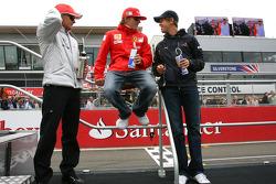 Heikki Kovalainen, McLaren Mercedes, Kimi Raikkonen, Scuderia Ferrari y Sebastian Vettel, Red Bull R