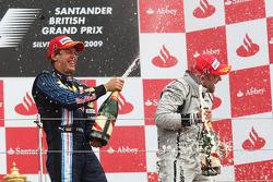 Podium: le vainqueur Sebastian Vettel, Red Bull Racing, troisième place Rubens Barrichello, Brawn GP