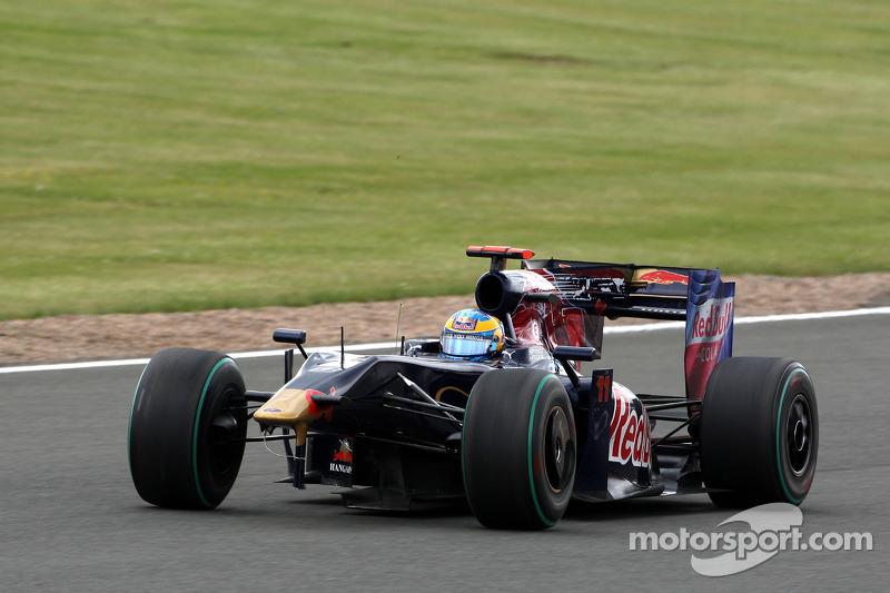Sebastien Bourdais, Scuderia Toro Rosso, damage to his otomobil after making contact ve Heikki Koval