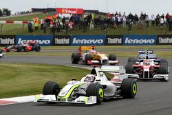 Jenson Button, Brawn GP devance Timo Glock, Toyota F1 Team