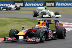 Sebastian Vettel, Red Bull Racing devance Rubens Barrichello, Brawn GP