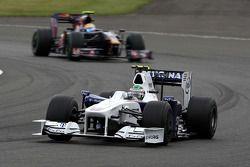 Nick Heidfeld, BMW Sauber F1 Team devance Sebastien Buemi, Scuderia Toro Rosso