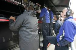 La team DPR regarde la course