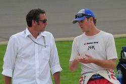 Ryan Hunter-Reay, A.J. Foyt Enterprises parle avec Tony George
