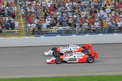 Helio Castroneves et Ryan Briscoe, Team Penske démarrent la course