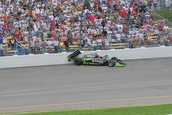 Ernesto Viso, HVM Racing casse dans le virage 4