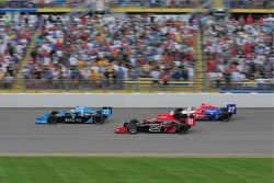 Tomas Scheckter, Dreyer & Reinbold Racing, Justin Wilson, Dale Coyne Racing, and Hideki Mutoh, Andretti Green Racing run together