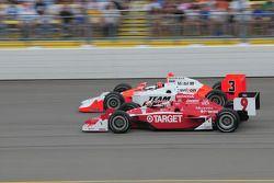 Helio Castroneves, Team Penske et Scott Dixon, Target Chip Ganassi Racing courrent ensemble