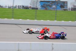 Ryan Briscoe, Team Penske et Hideki Mutoh, Andretti Green courrant ensemble