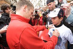 Hand imprint ceremony: Tom Kristensen signs autographs