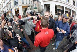 Hand imprint ceremony: Tom Kristensen talks with media