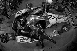 Pit stop for #17 Pescarolo Sport Peugeot 908: Benoit Tréluyer, Jean-Christophe Boullion, Simon Pagen