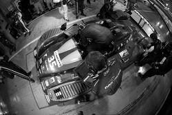 Pit stop for #35 OAK Racing Pescarolo Mazda: Matthieu Lahaye, Karim Ajlani, Guillaume Moreau