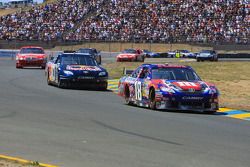 Kyle Busch, Joe Gibbs Racing Toyota leads Brian Vickers, Red Bull Racing Team Toyota