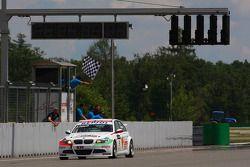 Alex Zanardi, BMW Team Italy-Spain, BMW 320si toma la bandera a cuadros