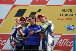 Podium: race winner Valentino Rossi, Fiat Yamaha Team celebrates 100th MotoGP win with Jorge Lorenzo, Fiat Yamaha Team and Lin Jarvis