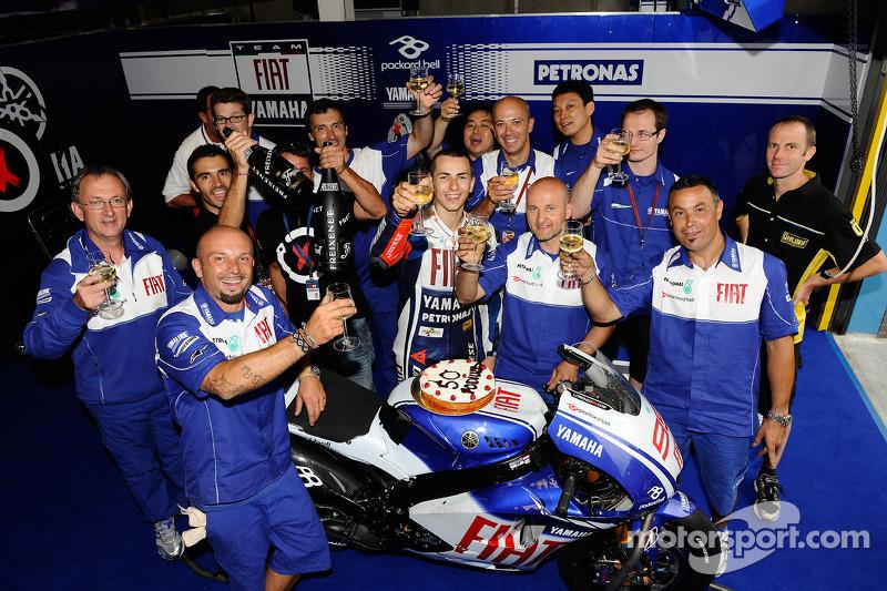 Jorge Lorenzo, Fiat Yamaha Team, celebrates 50th podium with his team