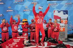 Ligne d'arrivée: le vainqueur Scott Dixon, Target Chip Ganassi Racing