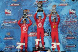 Podium: race winner Scott Dixon, Target Chip Ganassi Racing,Dario Franchitti, Target Chip Ganassi Ra